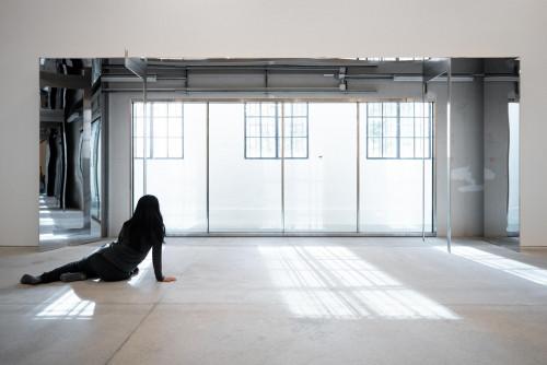 展覽場景,「承受著自身的姿態」
