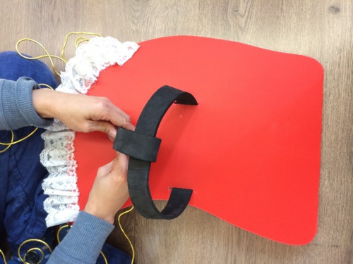 Step 4: Fix the EVA foam strap or book strap onto the PP plate with cable tie to form a headgear.