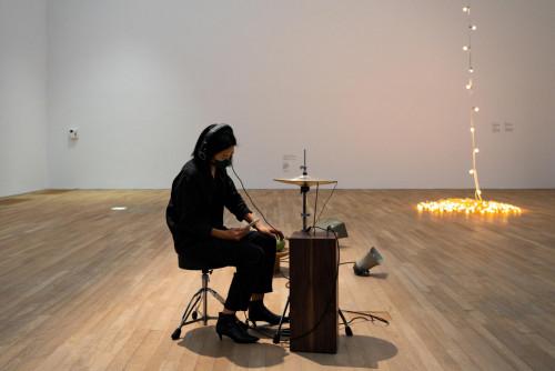 Tarek Atoui,《細語者》,2021年