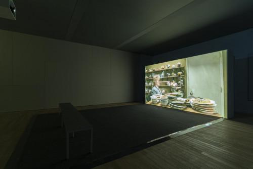 """Mika Rottenberg, """"NoNoseKnows"""", 2015."""